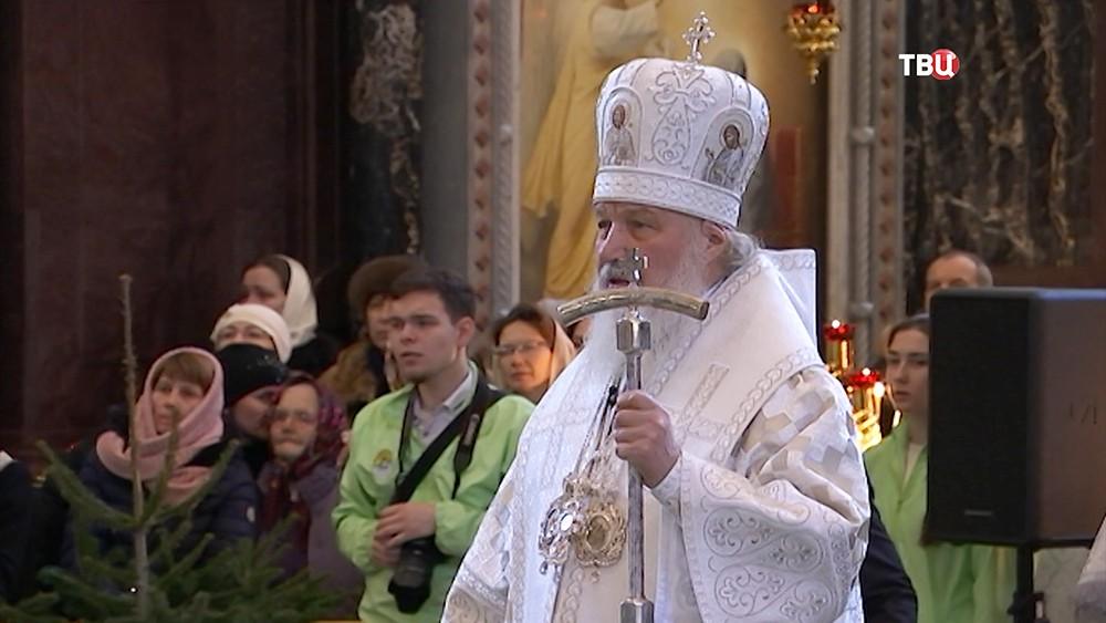 Патриарх Московский и всея Руси Кирилл во время литургии в храме Христа Спасителя