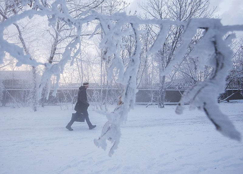 Прохожий на одной из улиц Москвы