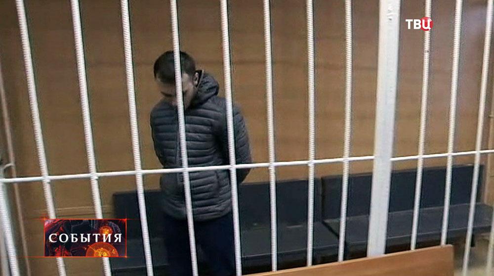 Подозреваемый в стрельбе из автомата в центре Москвы в зале суда