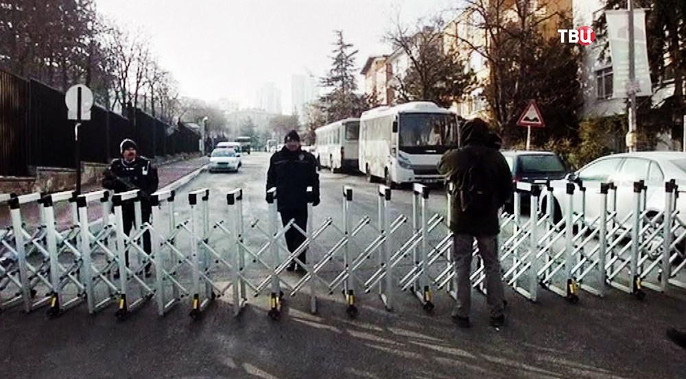 Улица в Анкаре, на которой находится диппредставительство России