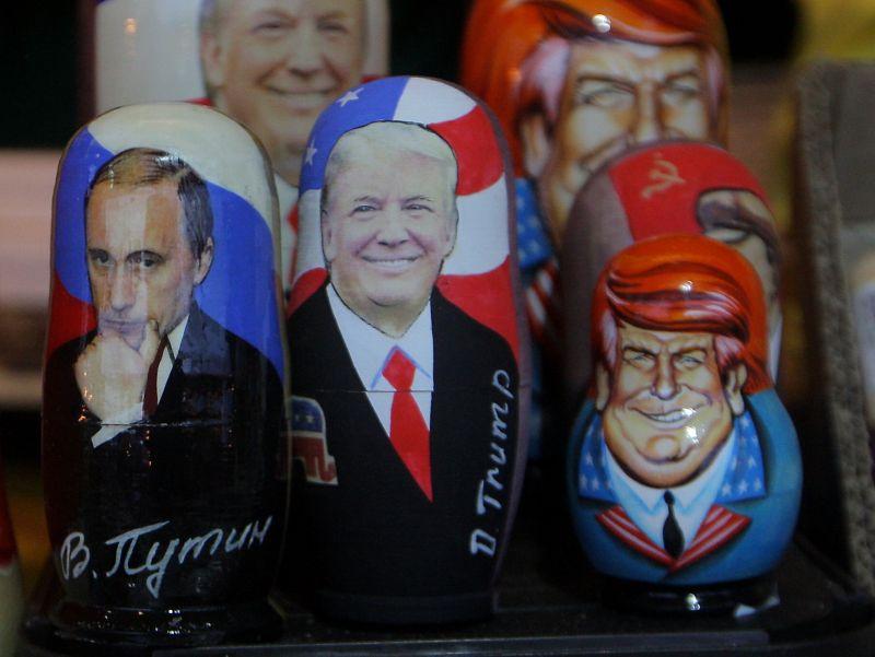 Матрешки с изображением Владимира Путина и Дональда Трампа