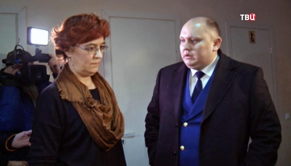 Представитель  прокуратуры общается с главврачом поликлиники в Уфе