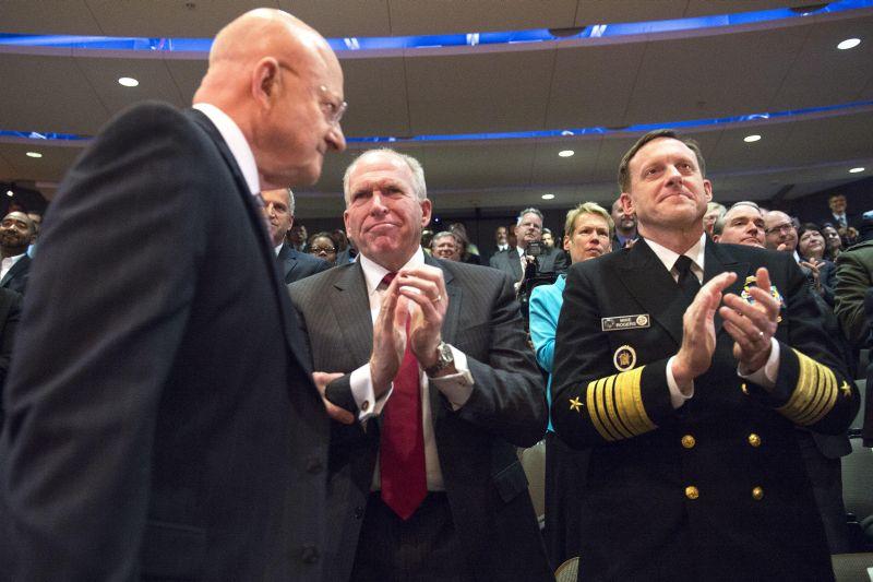 Директор Национальной разведки Джеймс Клеппер, глава ЦРУ Джон Бреннан и директор АНБ Майкл Роджерс (слева направо)