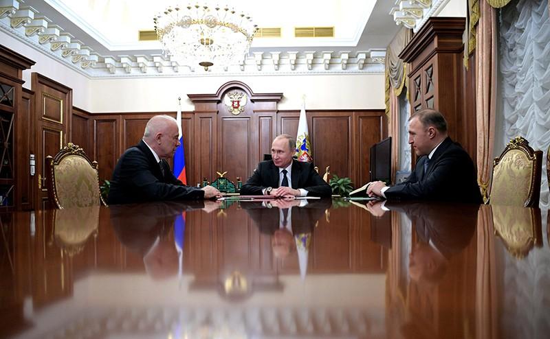 Владимир Путин на встрече с Асланом Тхакушиновым и Муратом Кумпиловым