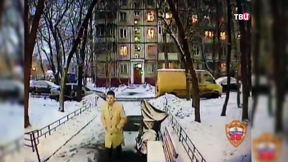 Мошенник на кадрах камеры видеонаблюдения