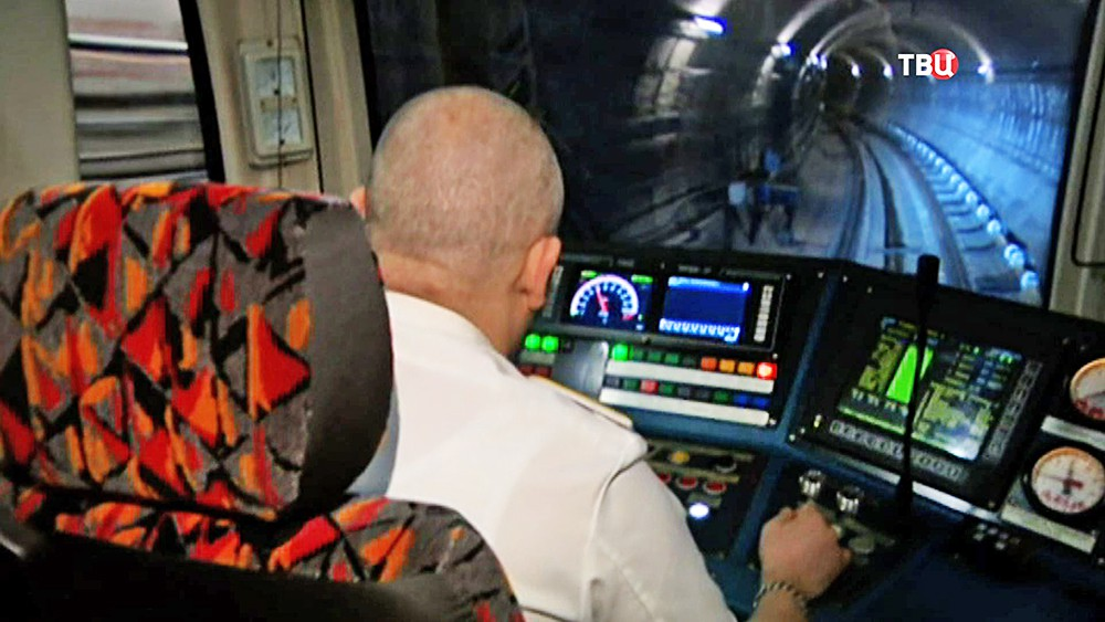 Машинист поезда метро