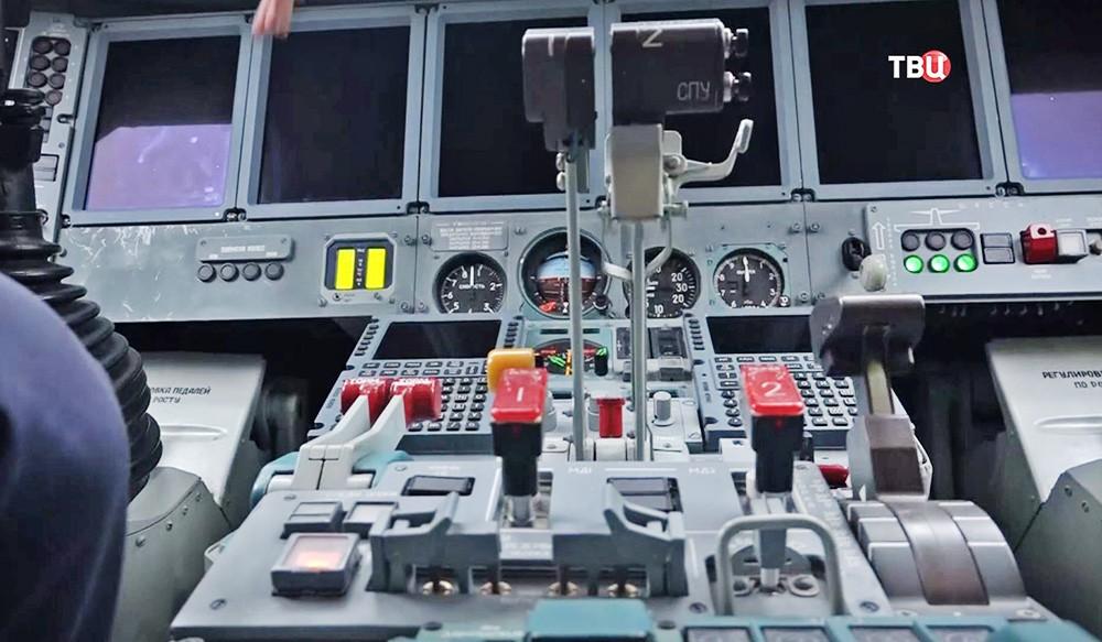 Бортовая панелт самолета