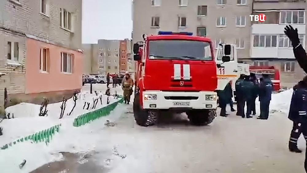 Сотрудники МЧС на месте происшествия в Дзержинске