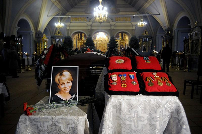 Церемония прощания с Елизаветой Глинкой в Успенском храме Новодевичьего монастыря