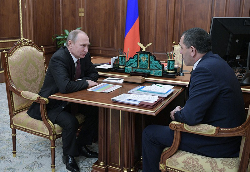 Президент РФ Владимир Путин и глава Ингушетии Юнус-Бек Евкуров во время встречи в Кремле