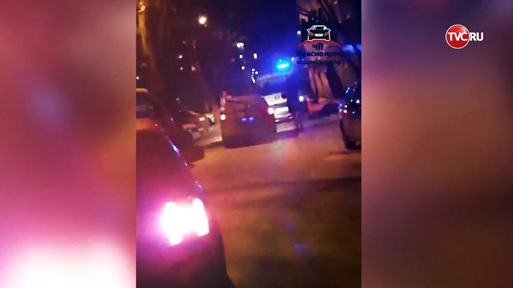 Такси в Красноярске не пускает скорую помощь