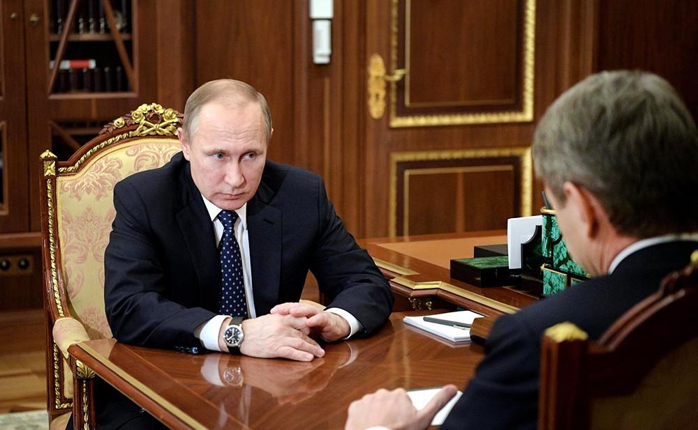 Президент России Владимир Путин и министр сельского хозяйства РФ Александр Ткачёв