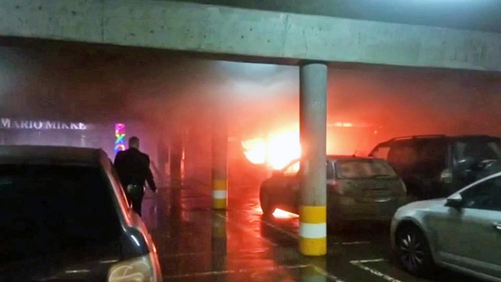 """Пожар на паркинге ТЦ """"РИО"""""""