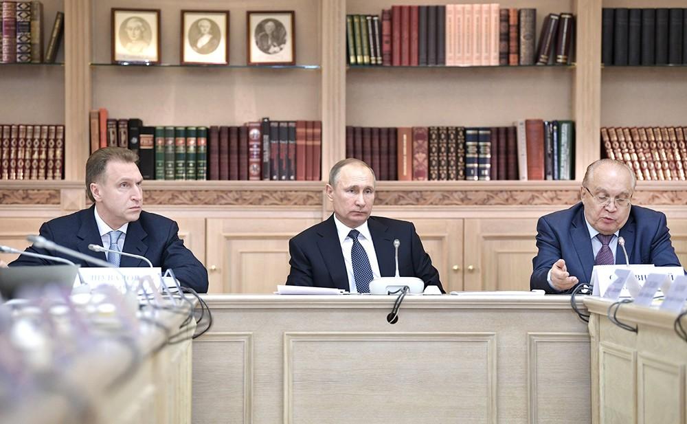 Игорь Шувалов, Владимир Путин и Виктор Садовничий на заседании попечительского совета МГУ