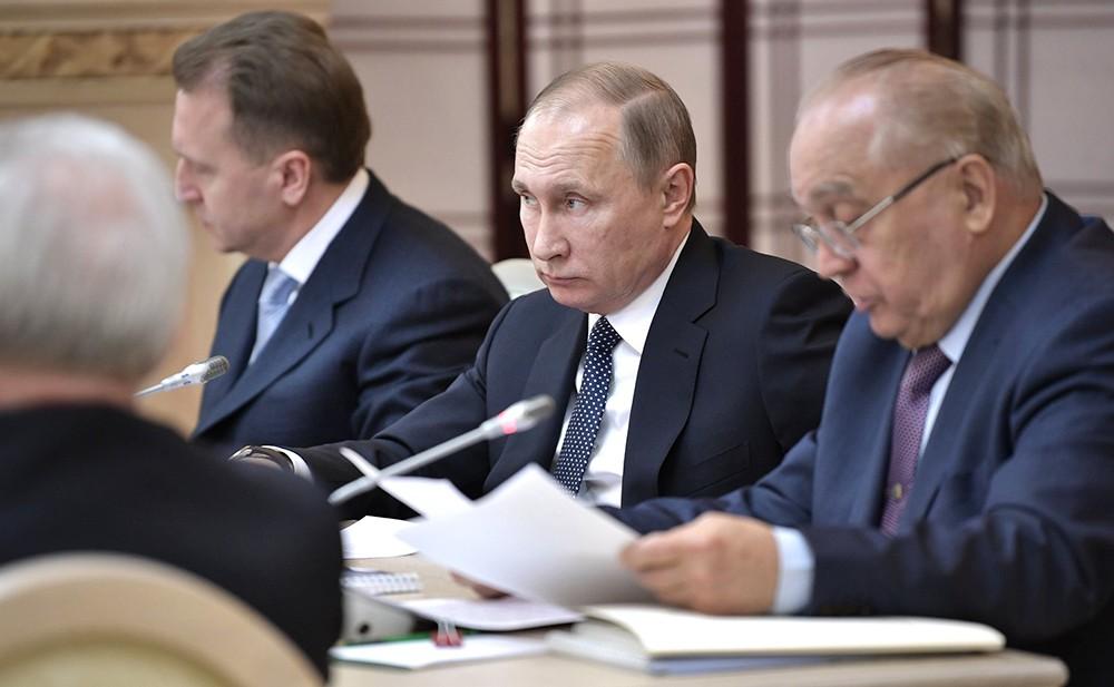 Владимир Путин и Виктор Садовничий на заседании попечительского совета МГУ