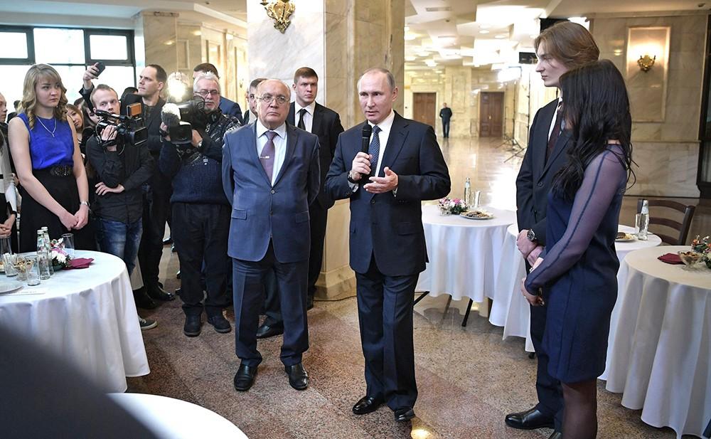 Владимир Путин встретился с участниками Форума лидеров студенческих и молодежных организаций