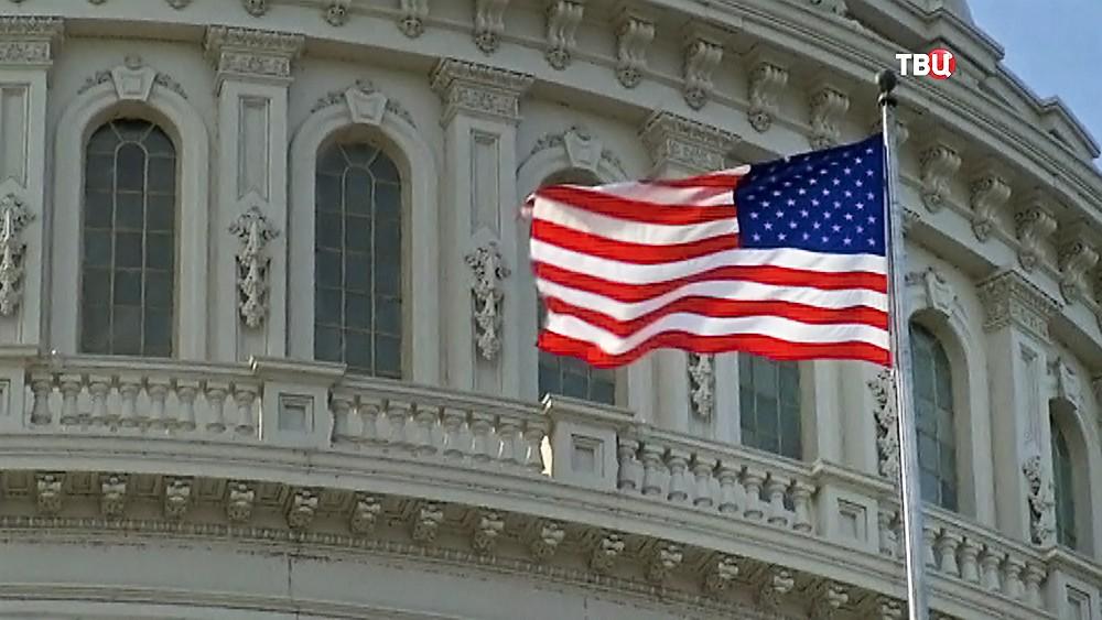 Флаг США на фоне Конгресса