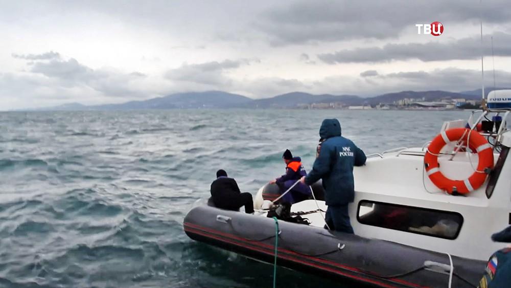Поисковая операция МЧС в море
