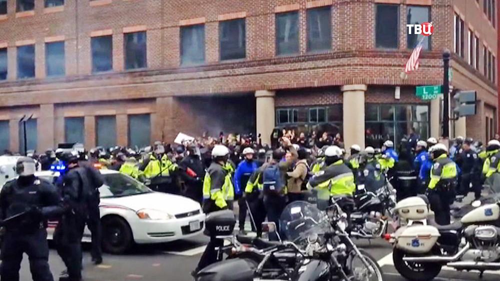 Полиция США разгоняет митинг