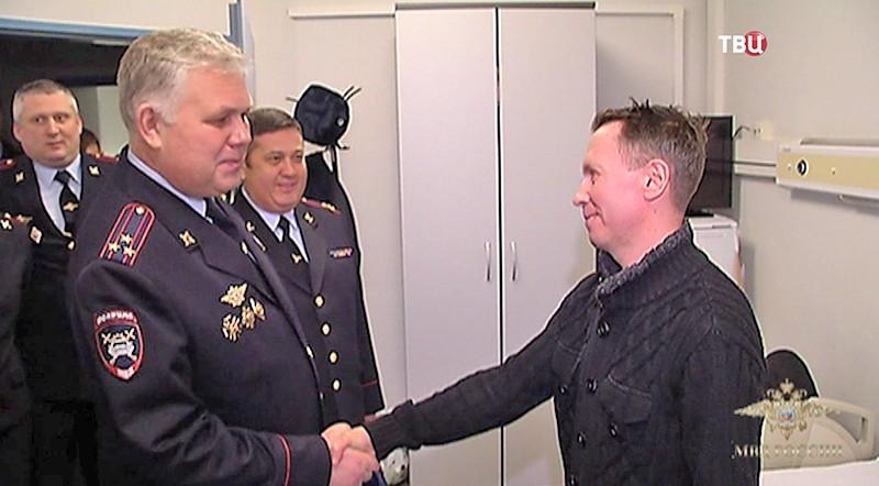 Награждение офицера ДПС Алексея Коняева