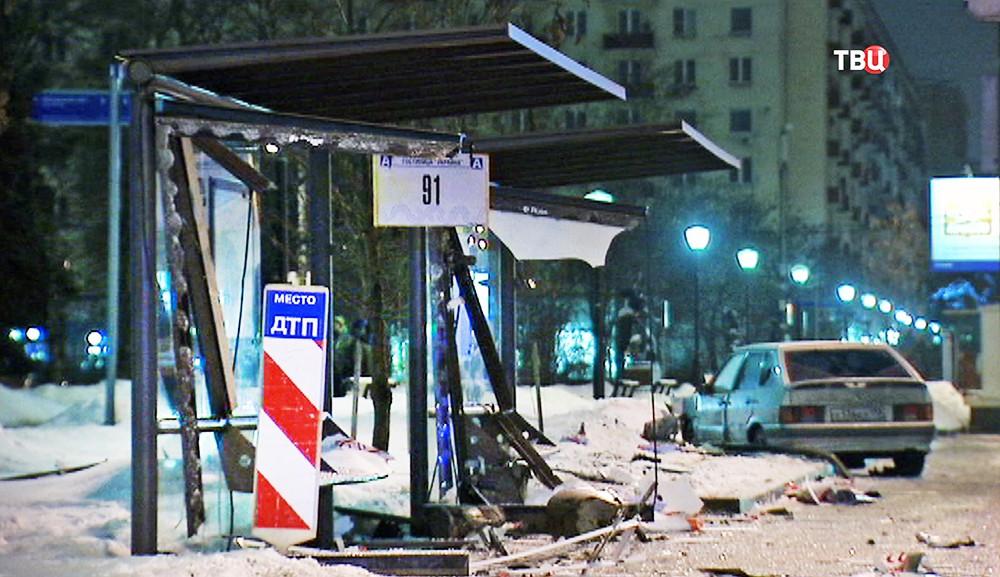 Место ДТП на остановке общественного транспорта