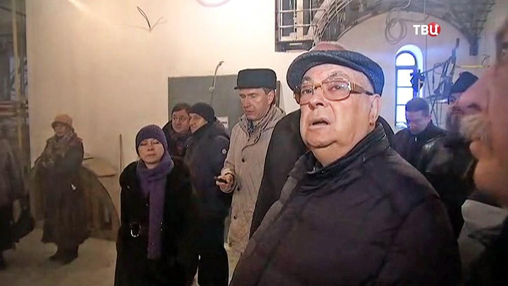 Владимир Ресин осмотрел ход строительства церкви