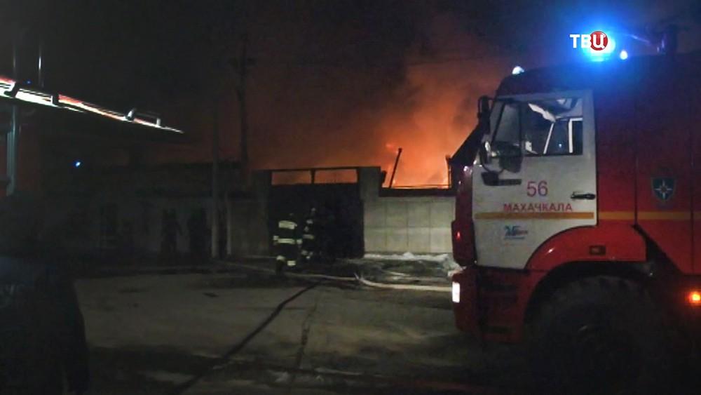 Пожарные на месте возгорания в Махачкале