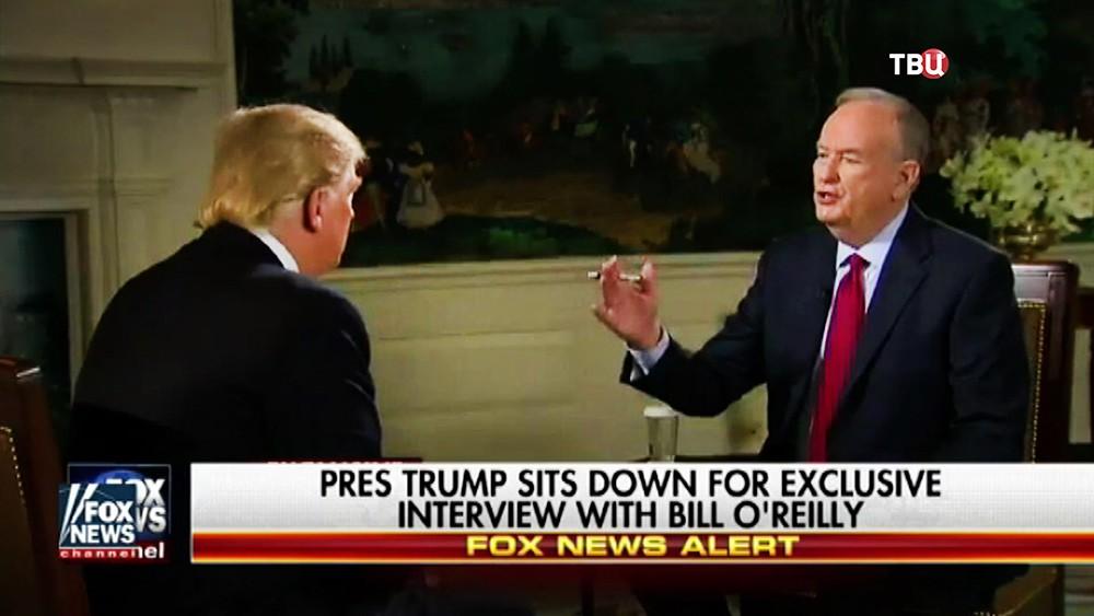 Ведущий телеканала Fox News берет интервью у Дональда Трампа