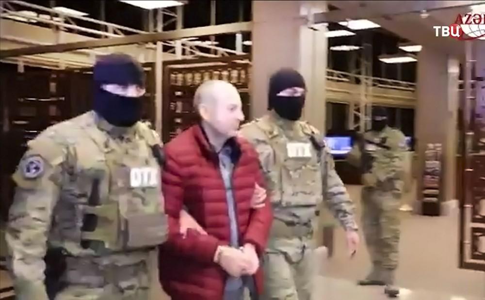 Блогер Лапшин под конвоем в Азербайджане