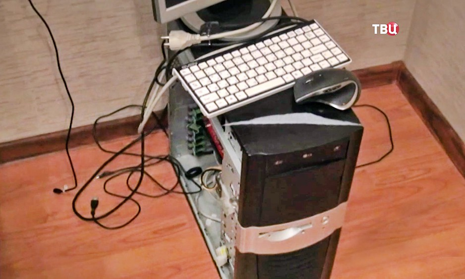 Изъятые компьютеры у хакерской группы