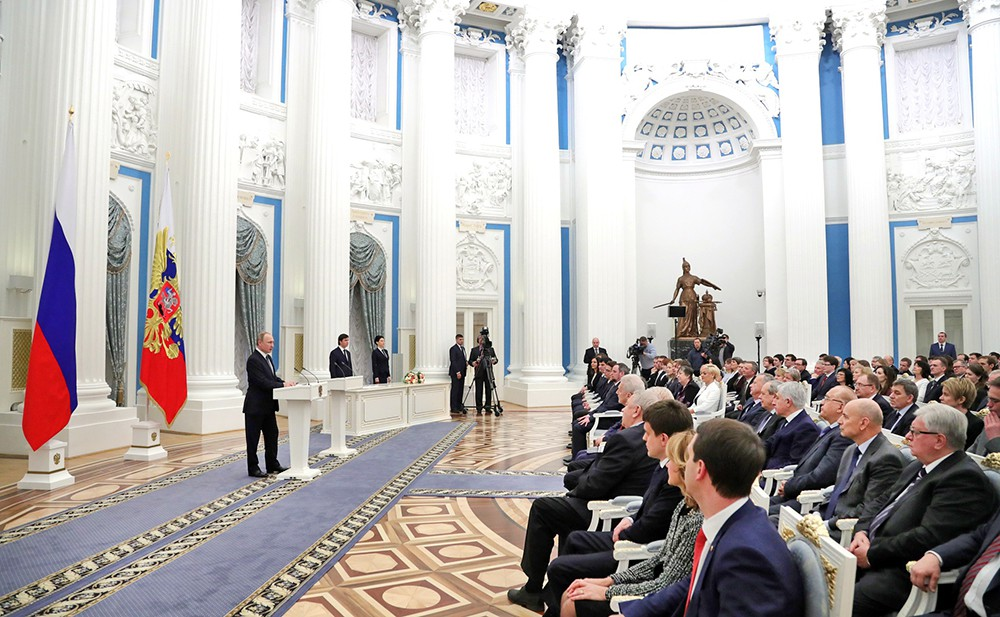 Президент Владимир Путин во время церемонии награждения
