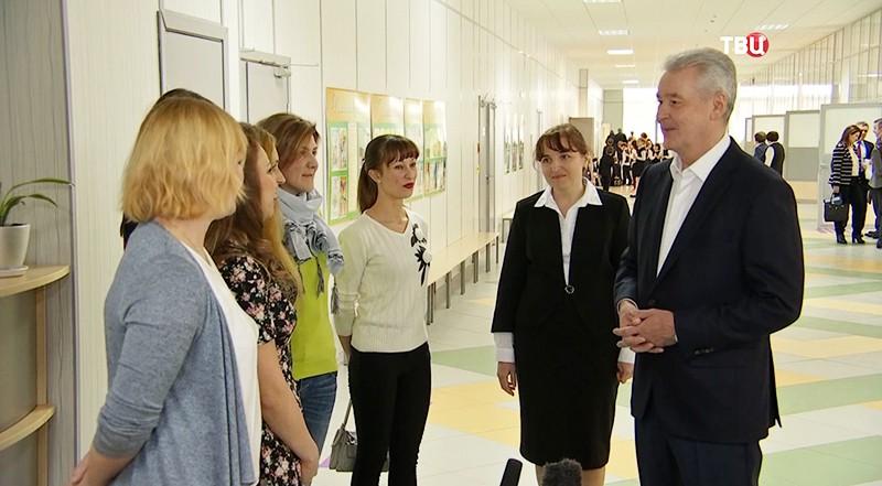 Сергей Собянин осматривает новый жилой комплекс