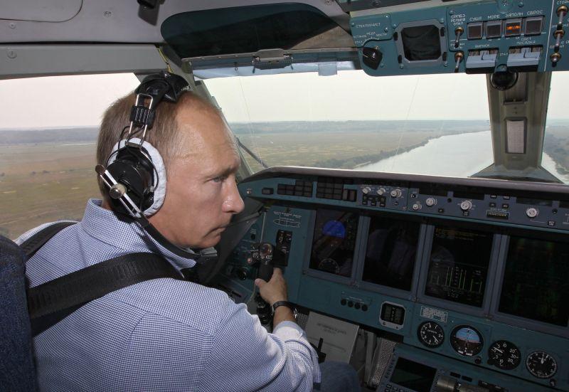 Владимир Путин в кабине Бе-200
