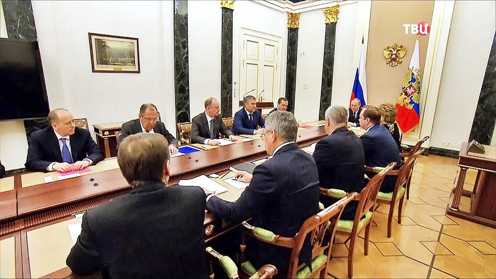 Владимир Путин провел совещание с постоянными членами Совета Безопасности