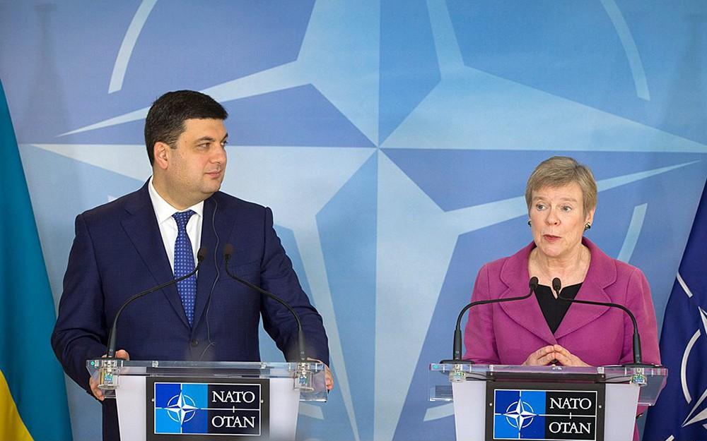 Премьерминистр Украины Владимир Гройсман и заместитель генсека НАТО Роуз Геттемюллер