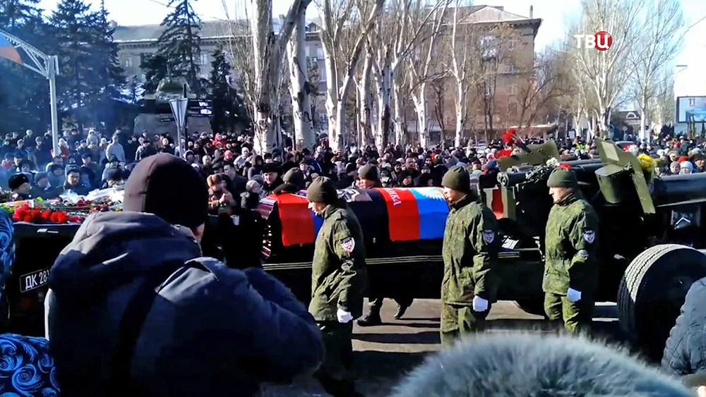 """Прощание с ополченцем ДНР с позывным """"Гиви"""""""