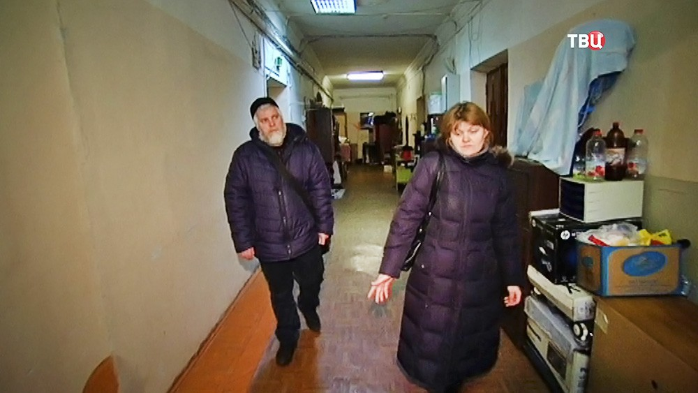 Принудительное выселение Юрия Калашникова с семьей из квартиры