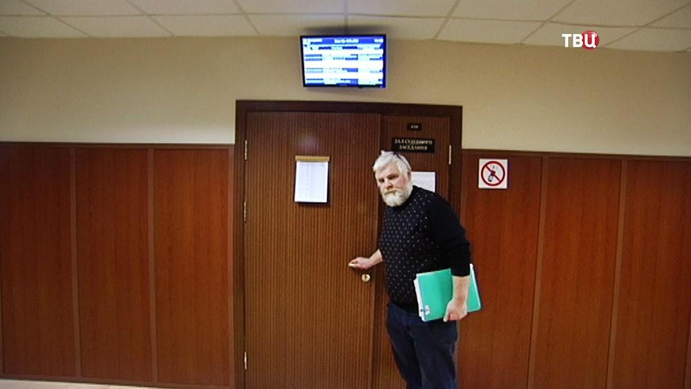 Принудительно выселенный Юрий Калашников в суде