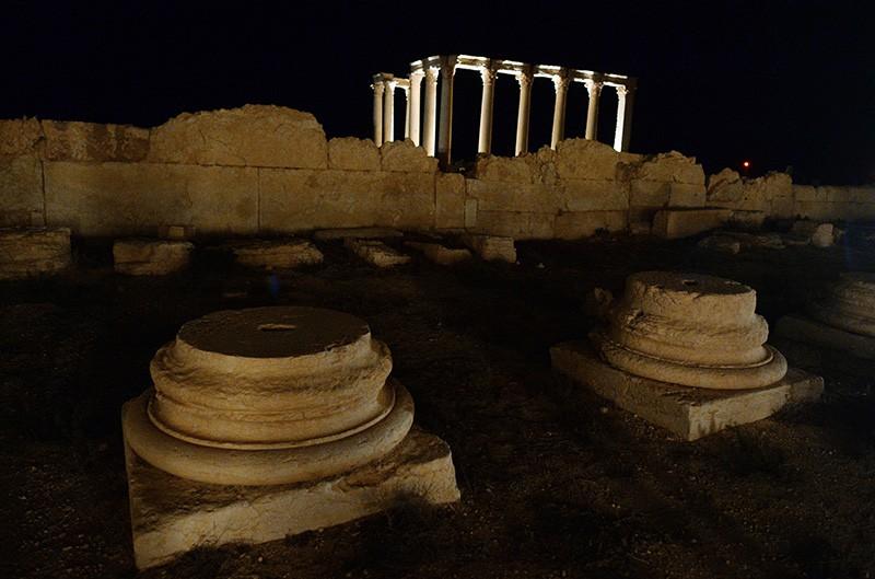 Обломки колонн в исторической части Пальмиры