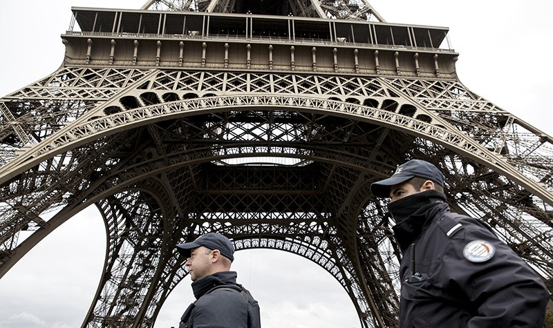 Сотрудники полиции Франции на месте происшествия