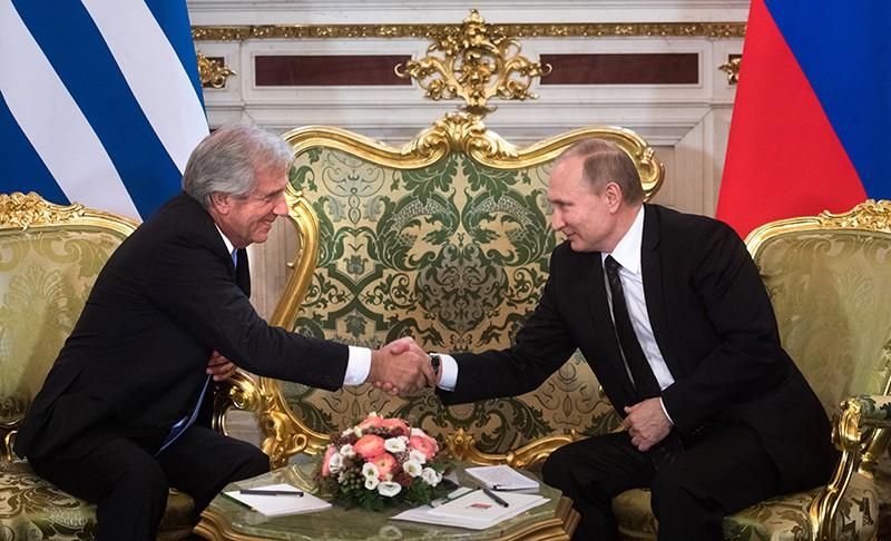 Президент России Владимир Путин и президент Уругвая Табаре Васкес