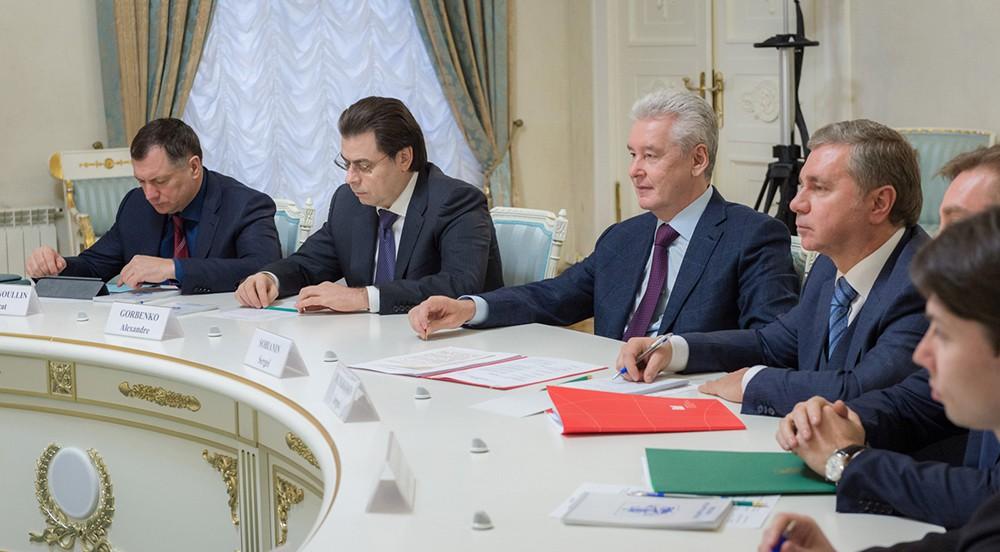 Мэр Москвы Сергей Собянин во время встречи с мэром Парижа Анн Идальго