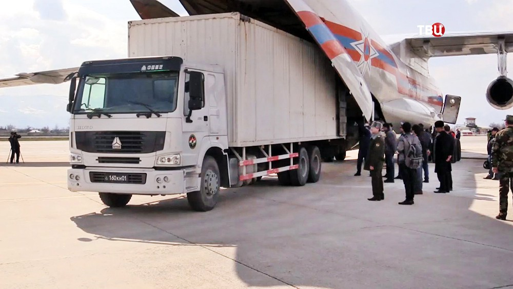 Российские военные доставили в Сириию гумпомощь