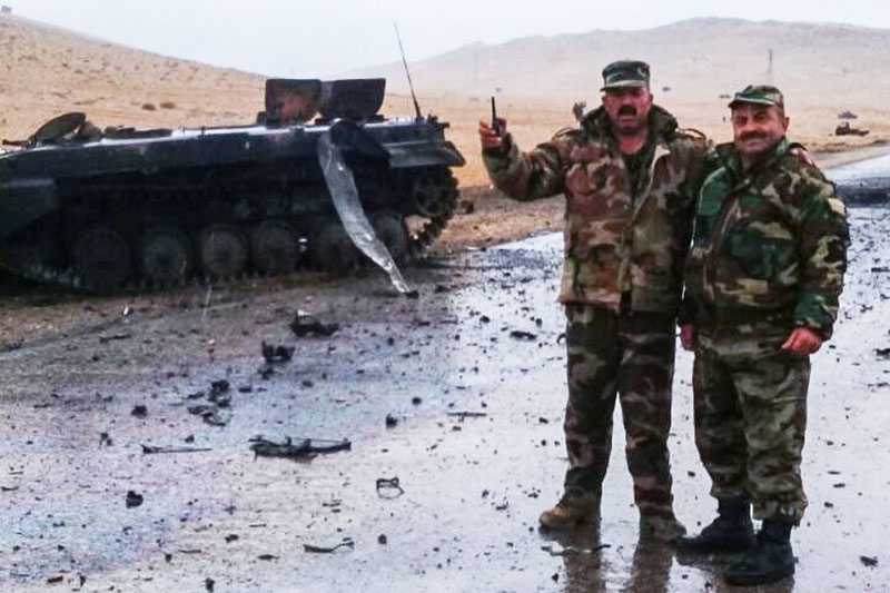 Военнослужащие сирийской армии на окраине сирийского города Пальмира