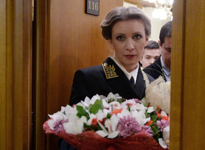 Мария Захарова с букетом цветов