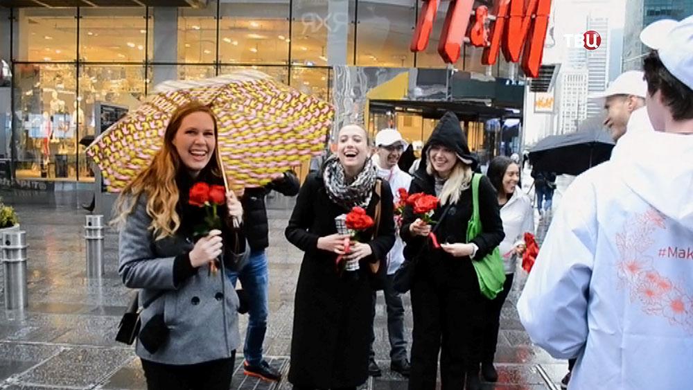 Поздравления женщин с 8 марта в Нью-Йорке