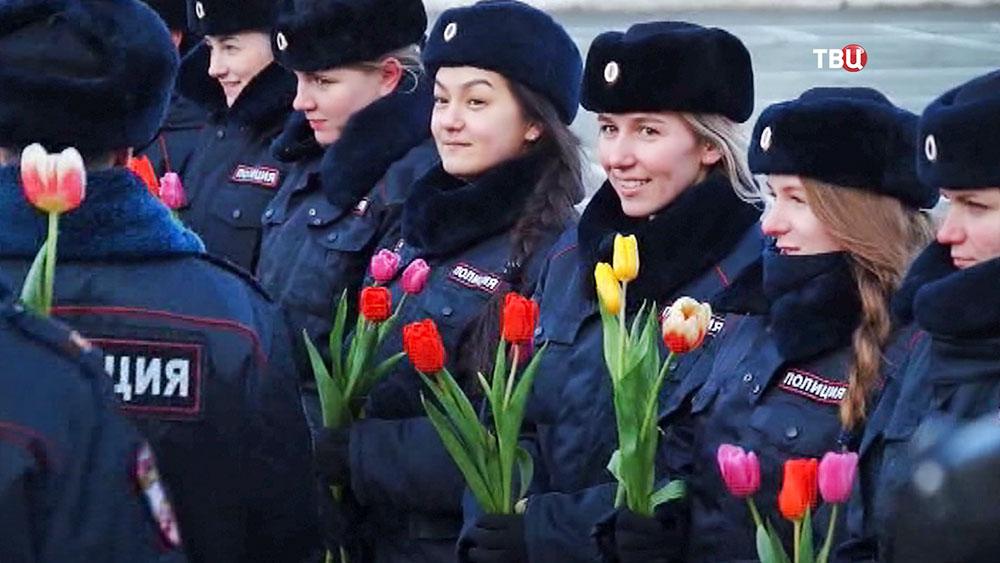 Сотрудники полиции поздравляют коллег с 8 Марта