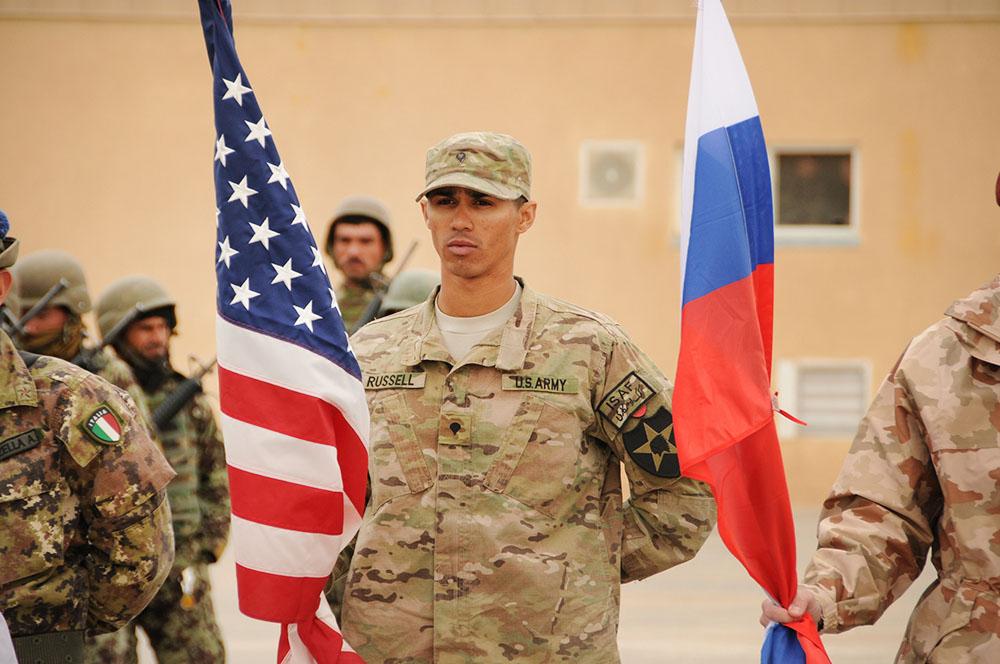 Военнослужащие армии России и США