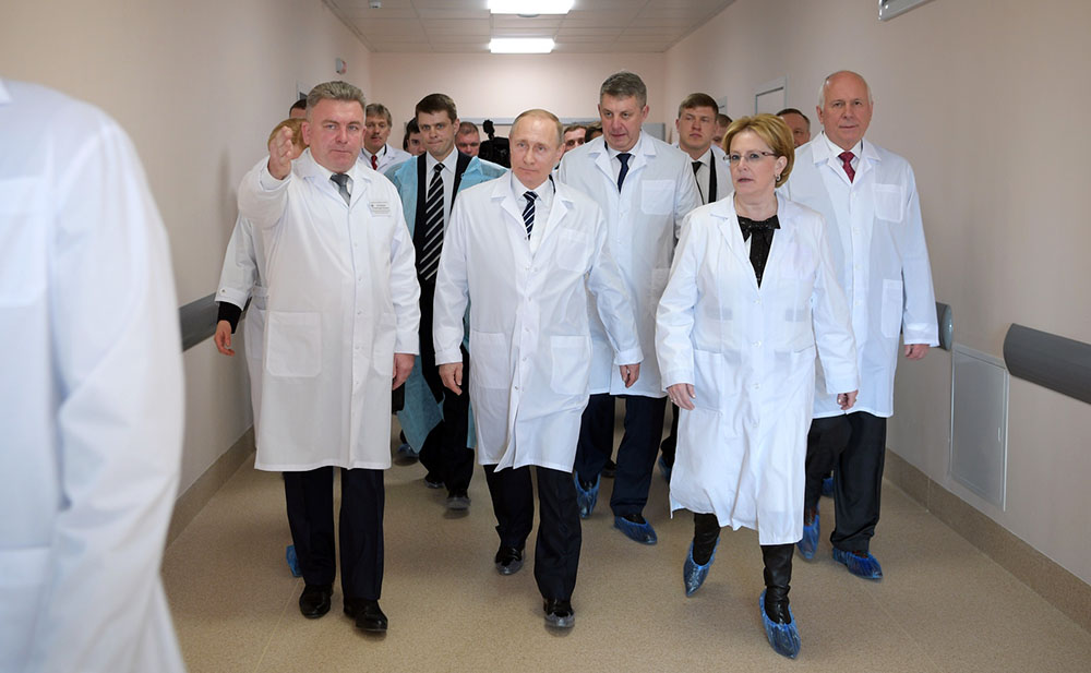 Владимир Путин посетил перинатальный центр Брянской городской больницы