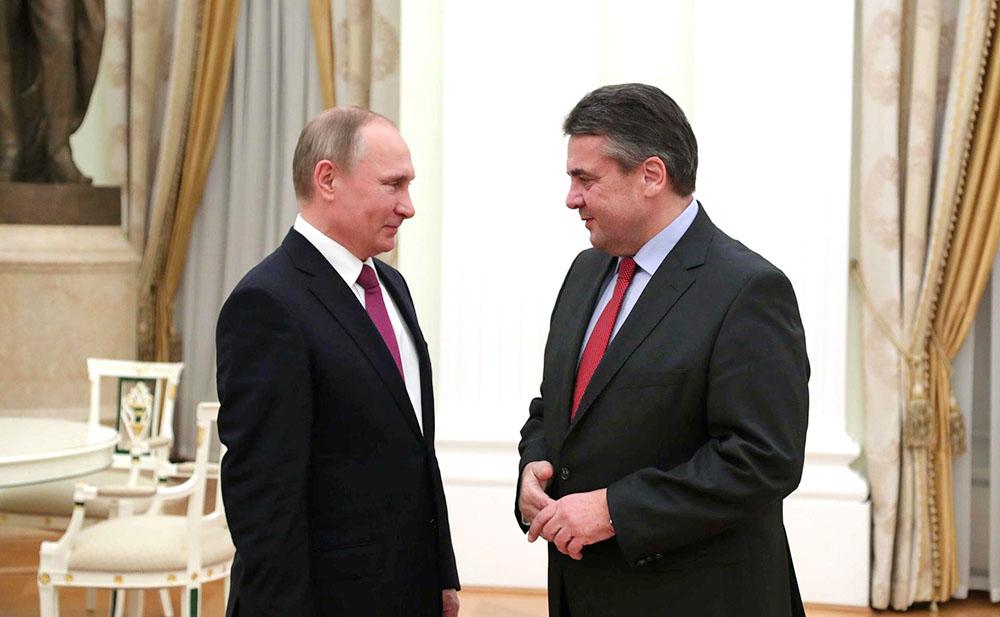 Президент России Владимир Путин и глава МИД ФРГ Зигмар Габриэль